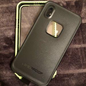iPhone X lifeproof phone case black